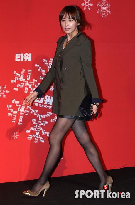 【黒ストエロ画像】肌がうっすら透けて見える薄い黒ストッキングを穿いた韓国アイドルぐぅエロw