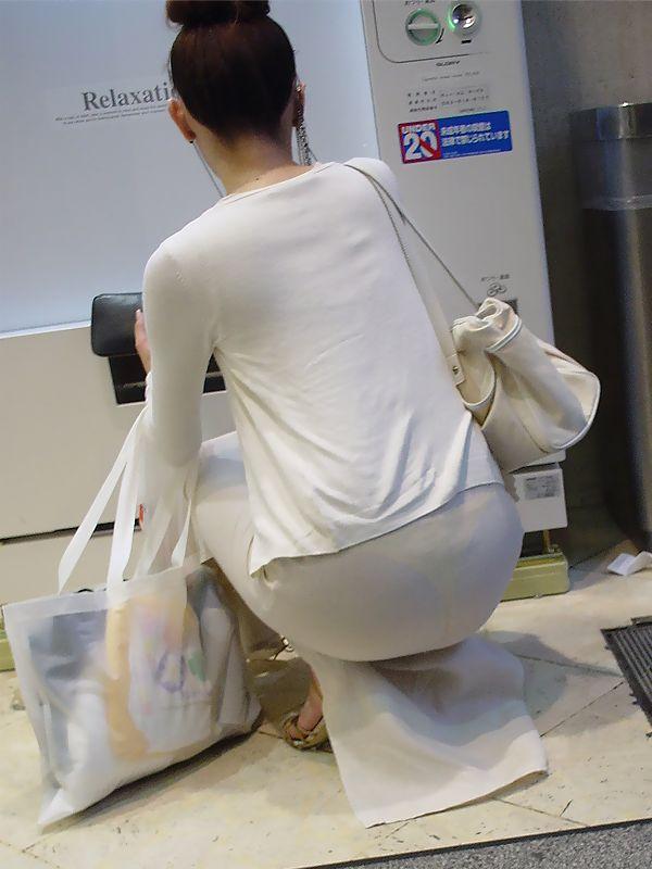 【透けパンエロ画像】こりゃ公然猥褻ですな( ・`ω・´)っていうしっかりパンツが透けた素人女性たちを盗撮すたったった