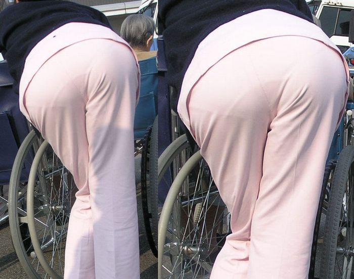 休憩中のナースのパンツが透けてたから抜いたwwww★看護師街撮りエロ画像