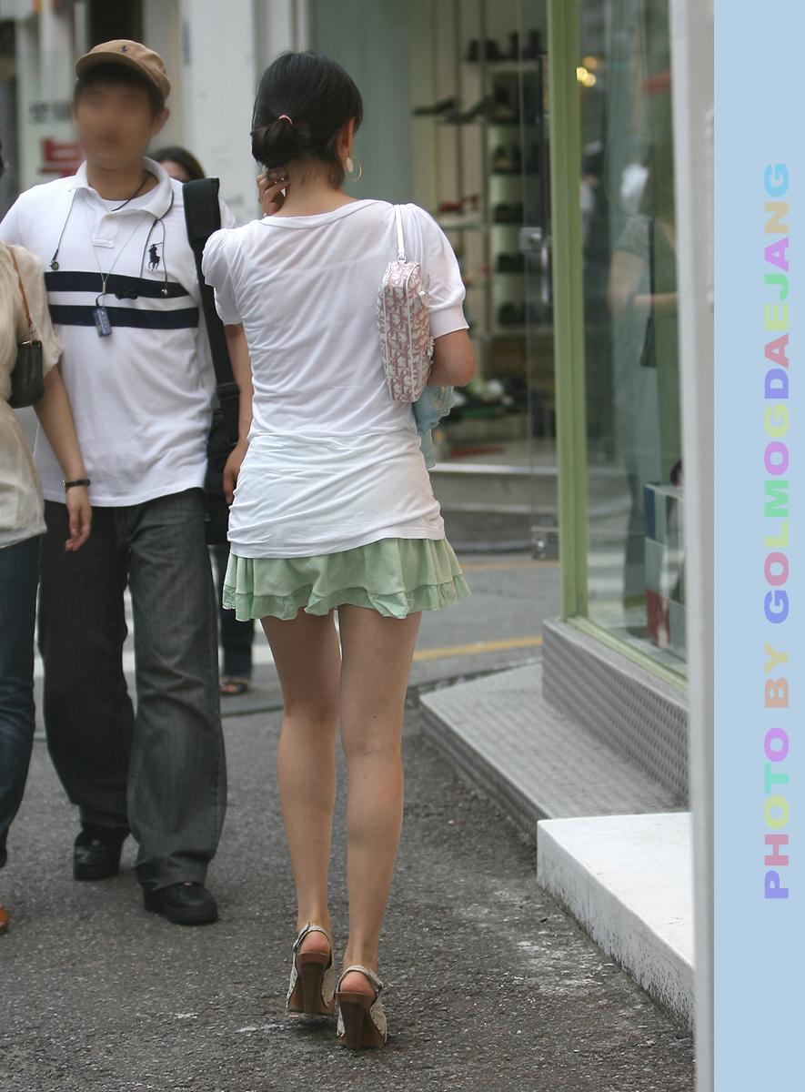 【ミニスカエロ画像】韓国人のミニスカ姿から輝き這い出た美脚がめちゃめちゃエロぃ!w弄ってるだけあるわぁw