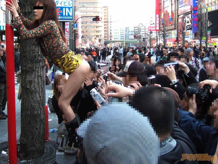 【おふざけエロ画像】女同士で集うとどうしても下ネタに走っちゃう見せたガールな素人たちw