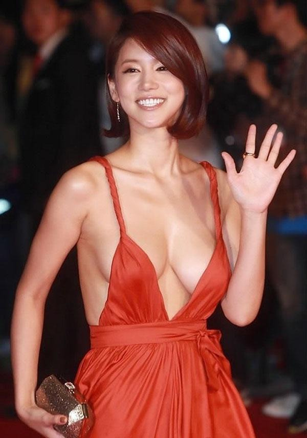 【海外アイドルエロ画像】こんな可愛い台湾のアイドルが映画で過激に騎乗位で踊ってるってマジかwwww 01