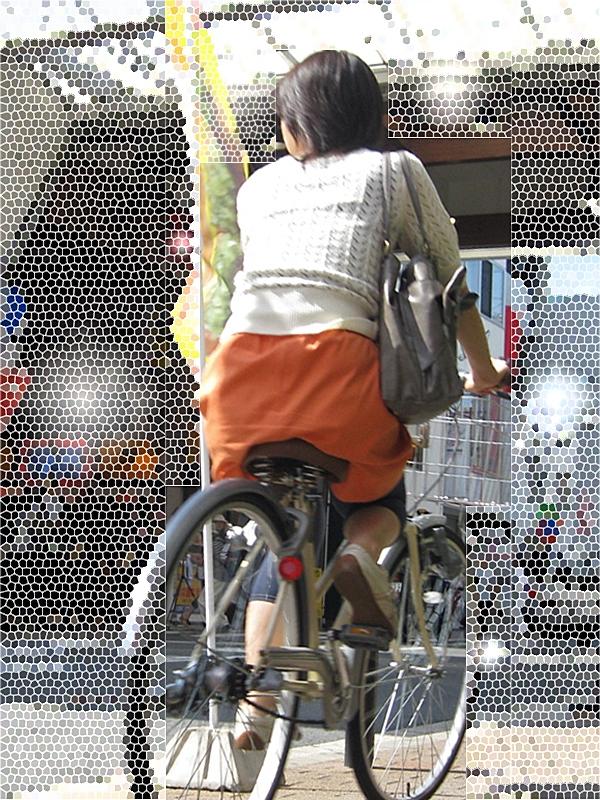 【自転車女子エロ画像】来世の転生先候補wwwむっちり美ケツを乗せた自転車のサドル