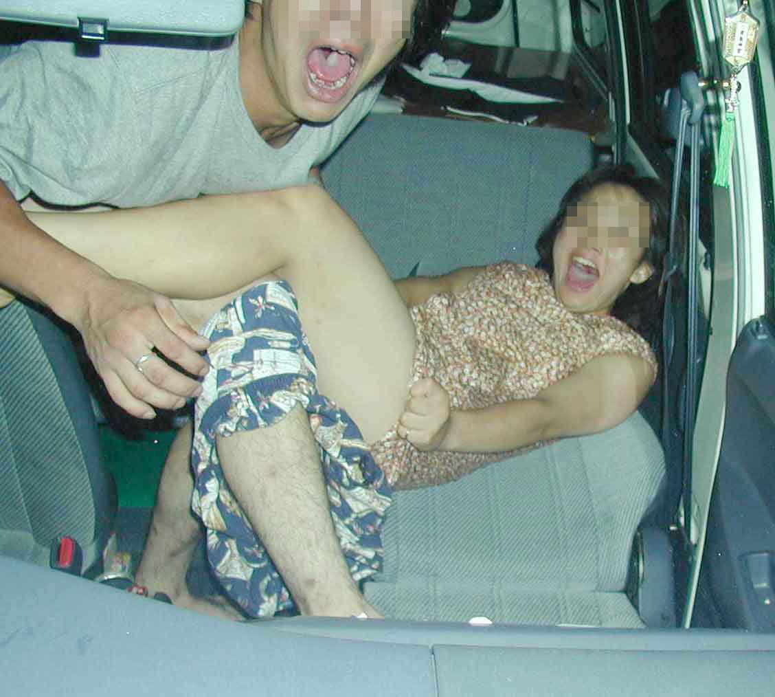 【カーSEX突撃エロ画像】車内でセクロスしてるのバレちゃったバカップル達のリアクションが秀逸すぎワロタwwww