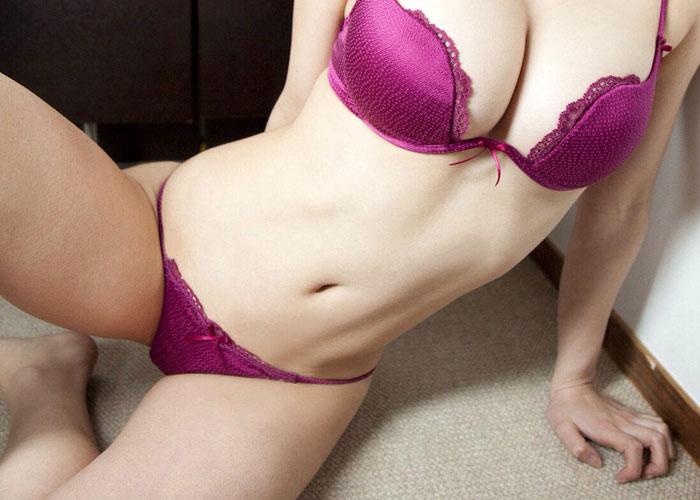【下着エロ画像】これぞ色彩効果!肝心な部分が見えなくても欲情を誘う紫色の下着姿 (*゚∀゚)=3