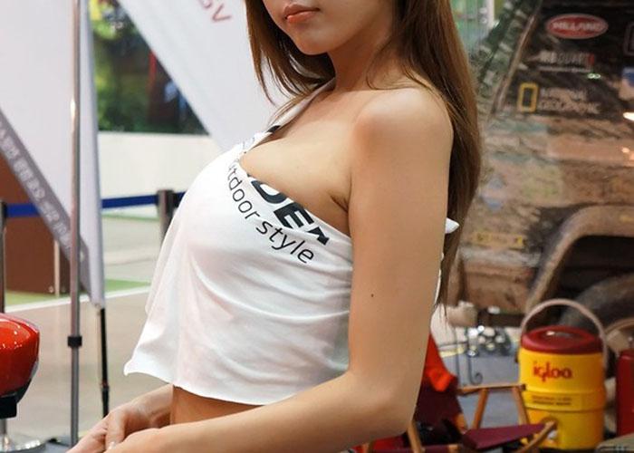 """【海外キャンギャルエロ画像】近隣国のキャンギャルスペック高すぎwwwもはやその着衣巨乳が魔性(゚Д゚)"""""""