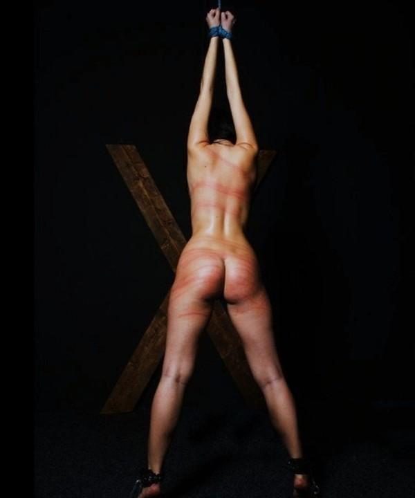 【ハードSMエロ画像】(※超閲覧注意)これは壮絶…鬼畜な折檻で真っ赤に染まったムチムチ女体(゚д゚lll)