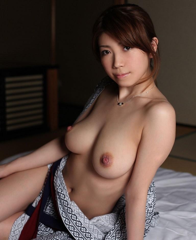 【和服エロ画像】下着を着けるのは禁止ですm9っ`Д´)着物を乱した美女の和風エロス