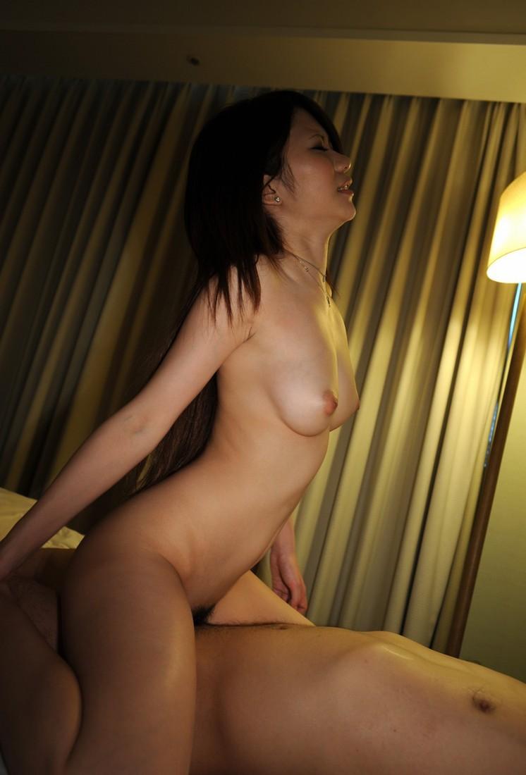 【騎乗位エロ画像】女の子に上で頑張ってもらって男は楽♪逆に犯されるのも悪くない騎乗位セックス(;´Д`)