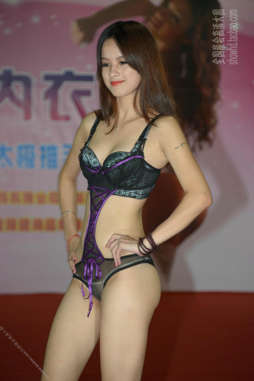 【中国エロ画像】ちょw食い込み過ぎて具が((((;゚Д゚))))アソコがヘンだよ中国の下着ファッションショー 03