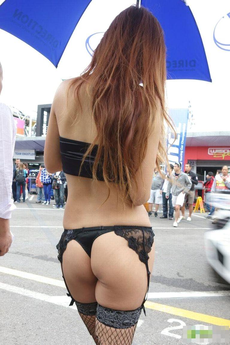 【キャンギャルエロ画像】注意を引きすぎて却ってイベントの妨げかも(;´Д`)キャンギャルの凄まじい着衣巨乳