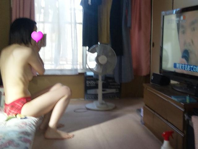 【家庭内エロ画像】自分の身内がダラ系女子だと狙い目(゜∀゜)姉や妹の恥ずかしい姿を激写!
