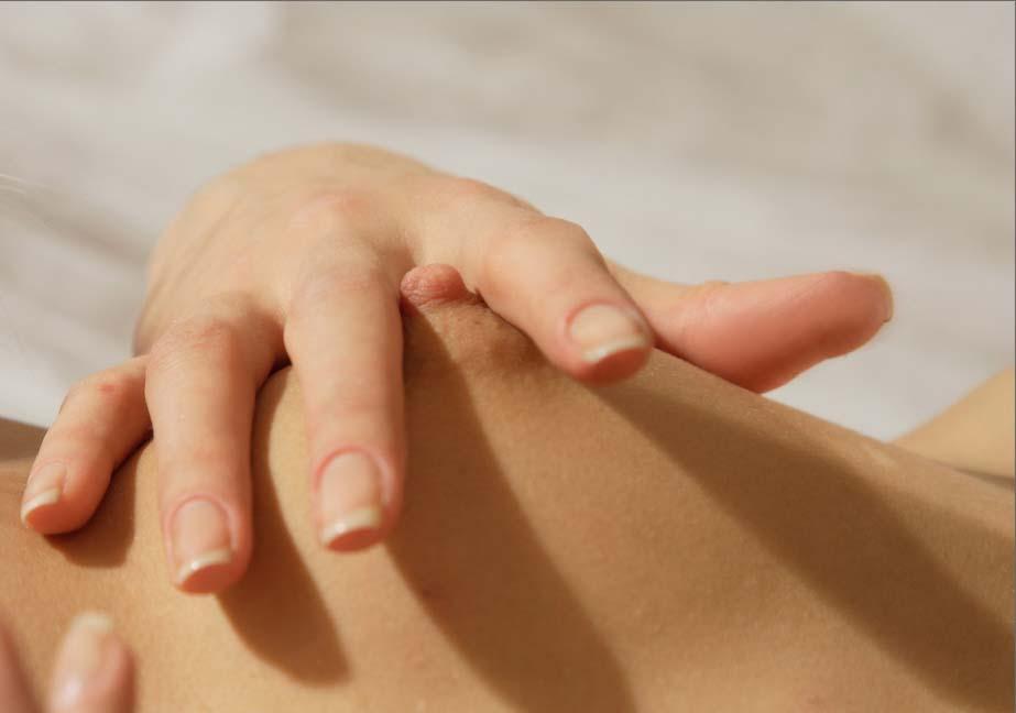【乳首エロ画像】横からその突起具合をガン見(;´Д`)女の子のコリコリ乳首を超接写!