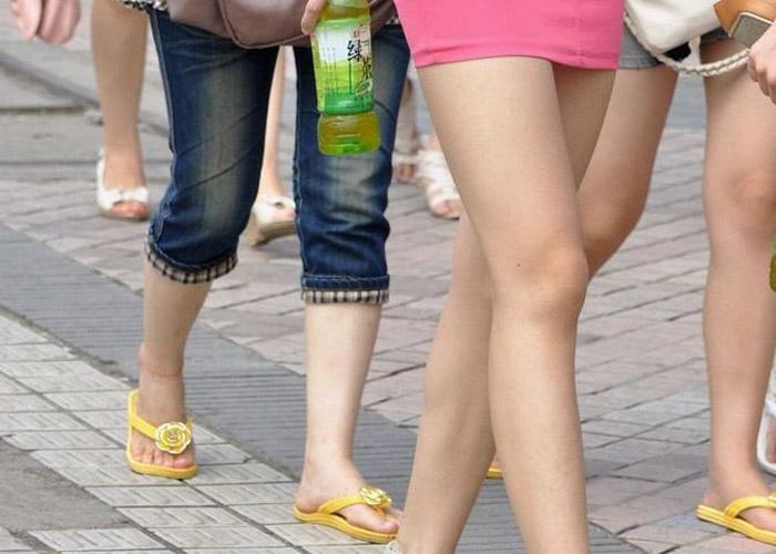 【美脚フェチエロ画像】見事な脚線美はそれだけでえろい存在(`・ω・´)街角の注目すべき生脚美人
