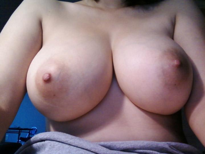 【巨乳輪エロ画像】直径の大きさが卑猥さに比例www乳輪が大きいおっぱいの女(;´Д`)