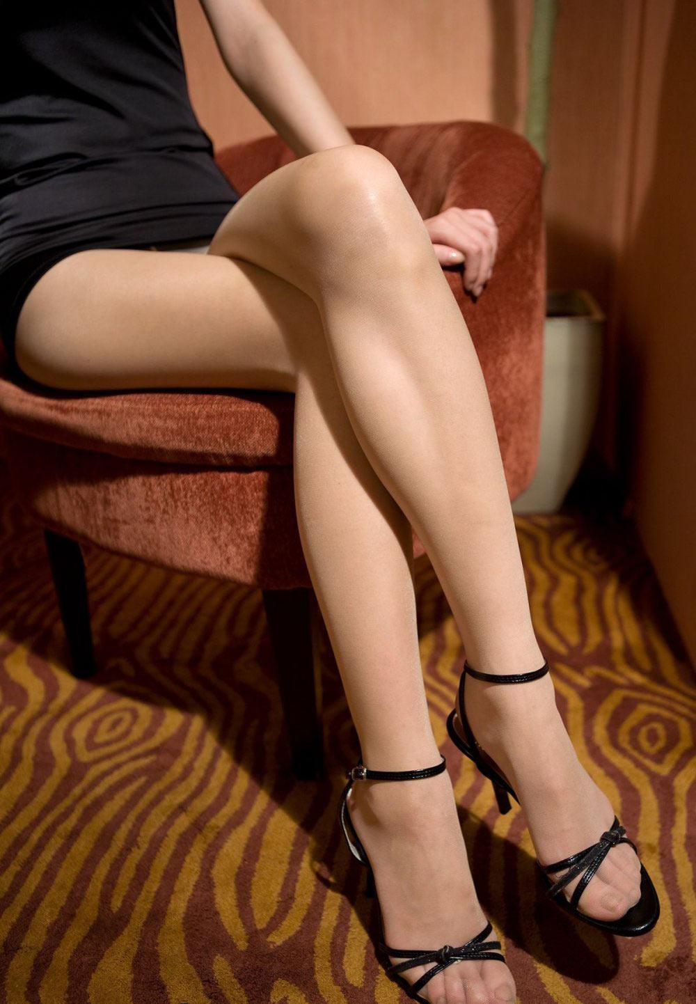 この娘の美脚と太もものラインがエロすぎる・・・これにムラムラしない男なんているの?(画像30枚)