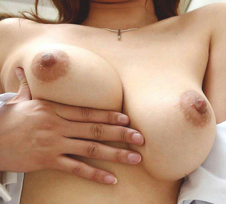 【巨乳エロ画像】自分の手でも気持ちいいんですって!巨乳淫女のセルフ乳揉み(*゚∀゚)=3