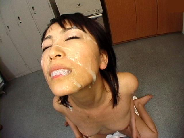 【顔射エロ画像】不意打ちでやるのは失礼なので予告は忘れずにwww女の顔を覆いつくすようなザー汁ぶっかけ(*´Д`)