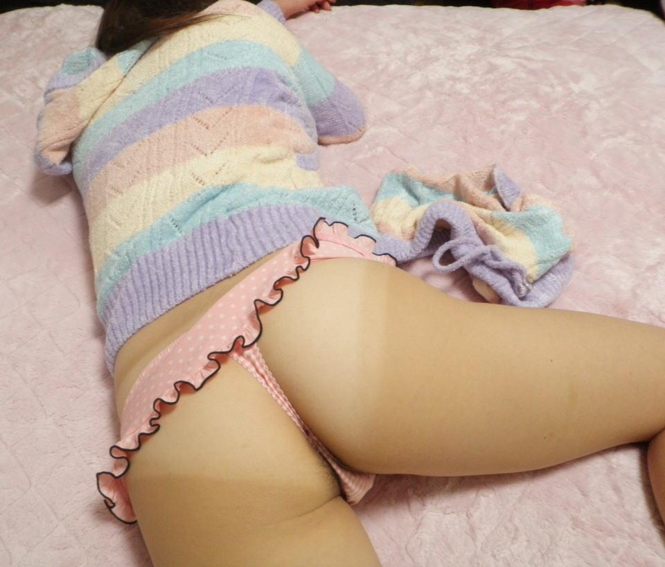 【夜這いエロ画像】寝ている女の布団をコソーリ…気持ちよく休む寝尻を観察(*´д`*)