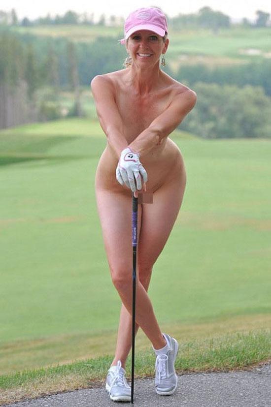 【海外エロ画像】外人女性が裸でスポーツなうwww異様にシュールなエロ画像に仕上がった(°Д°)