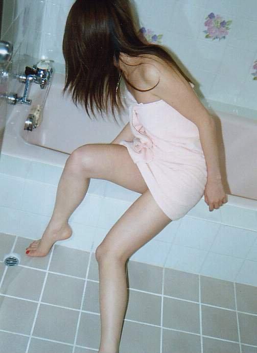 【行為前エロ画像】裸にバスタオル1枚とか、男を獣に変える目的にしか思えないだろ(*゚∀゚)=3