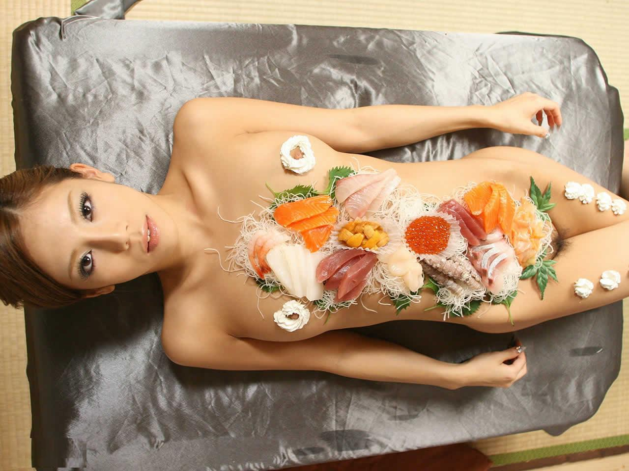 【羞恥エロ画像】宴会で一度はやってみたい、ハイソな変態さん御用達の女体盛り(;´Д`)