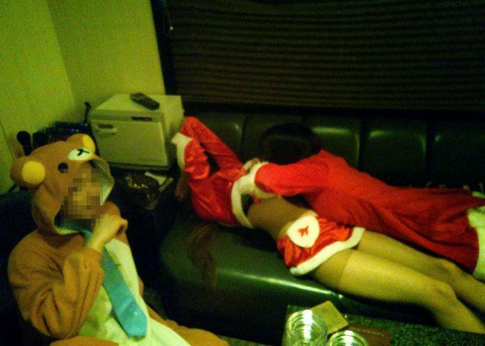 【悪ノリエロ画像】クリスマスでもリア充はこうして悪ノリ連発!深夜のおふざけ集(*´д`*)