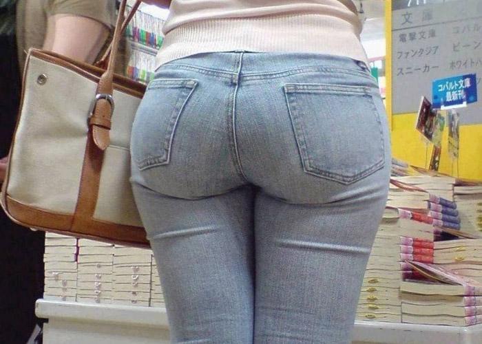 【着衣尻エロ画像】履いたらデカいのがバレちゃう…街角のムチムチ度高めのジーンズ尻(*゚∀゚)=3