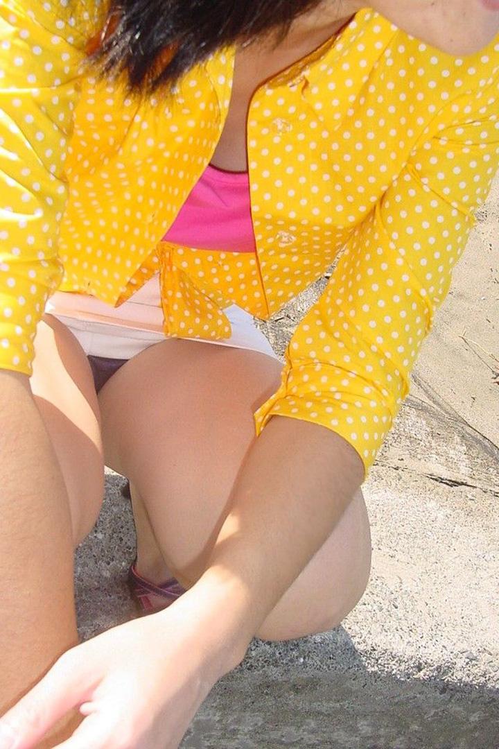 【パンチラエロ画像】スカートなのに容易に座る方がダメwww見られて当然の街角パンチラm9っ`・ω・´)