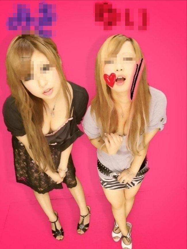 【プリクラエロ画像】ビッチとか自己紹介してやがるwww友人同士ではっちゃけてエロプリやらかす女子たち(*´Д`)