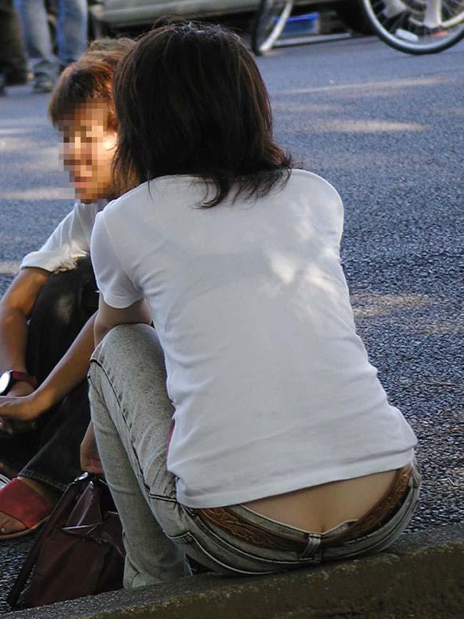 【下着透けエロ画像】ほのかに卑猥なその背中…透けブラ状態の後ろ姿チェック(*´д`*)