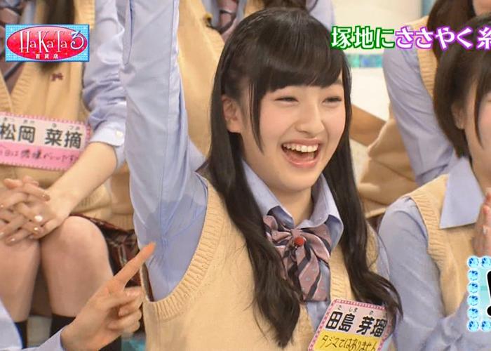 【アイドルお宝エロ画像】HKT48の田島芽瑠ちゃん、制服姿で腕上げたら腋汗ヤバすぎwww