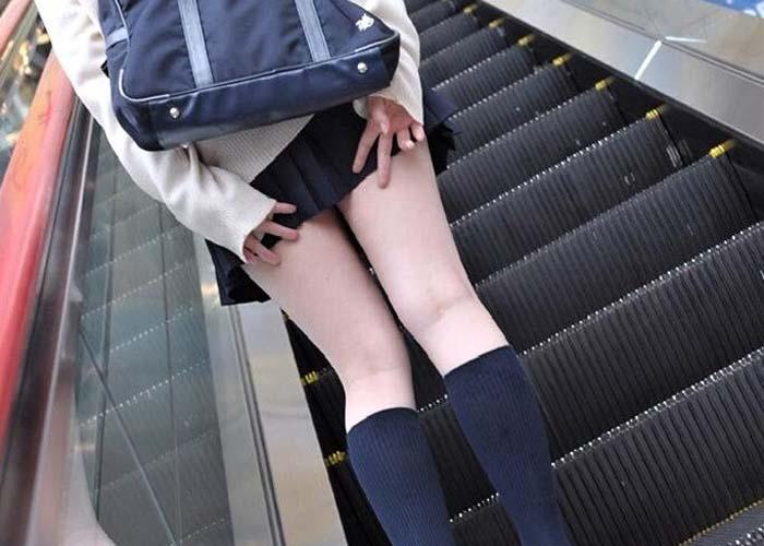 【JK美脚非エロ画像】ミニスカJKって侮れない生美脚持ちばっかりでつい惹かれてしまう(;´Д`)