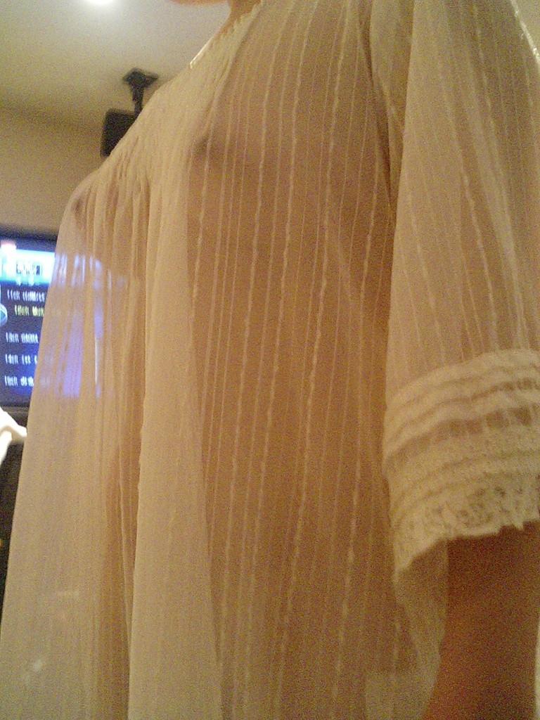 【ノーブラエロ画像】見られて勃ちました…服の上からポッチリ乳首なノーブラ族(*´д`*)