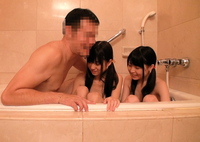 【美少女エロ動画】それでも父親か(゚Д゚)ゴルァ!!可愛い姉妹を嫁に内緒で性的調教!