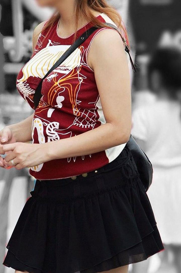 【着衣巨乳エロ画像】遭遇したら目を見開くレベルの特盛り!街は巨乳でいっぱい(*゚∀゚)=3