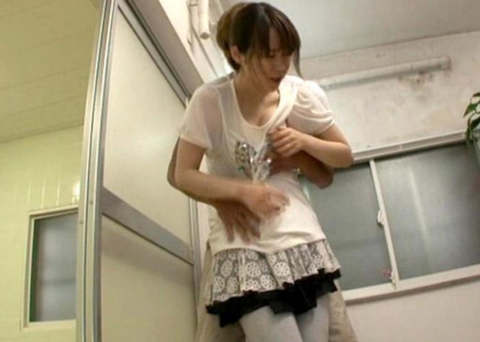 【エロ動画】汗だくで白い服からうっすら透けブラした女にムラムラが抑えられない!(*゚∀゚)=3 01