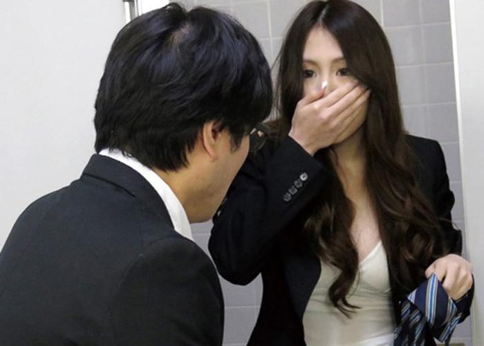 【エロ動画】発情から即ズボ!会社のトイレで女上司がオナってたのを見つけた結果www(;´Д`)