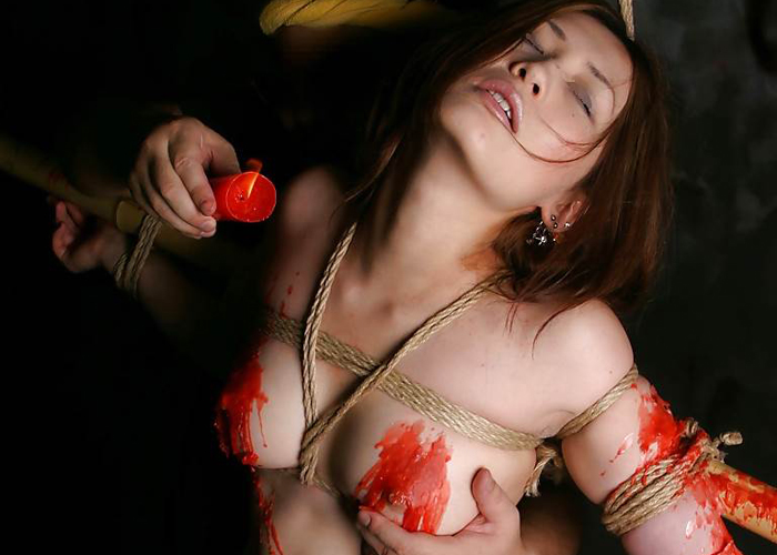 【SMエロ画像】簡単に真似してはいけない!乳も性器も熱地獄な蝋燭責め調教(゜ロ゜ノ)ノ