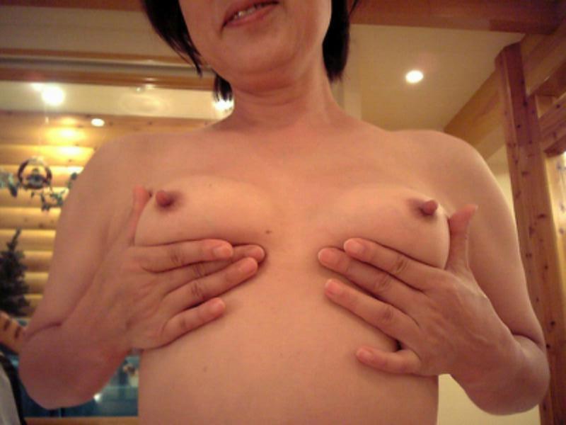 【乳輪エロ画像】小さくても乳首の主張が強烈!通常より卑猥に見える小乳輪おっぱい(*゚∀゚)=3