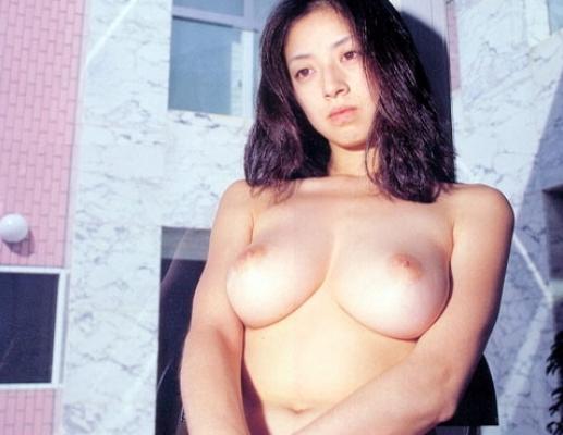 【衝撃】高岡早紀(42)が野球拳でボイン丸出し…500円大の薄ピンク乳輪が…