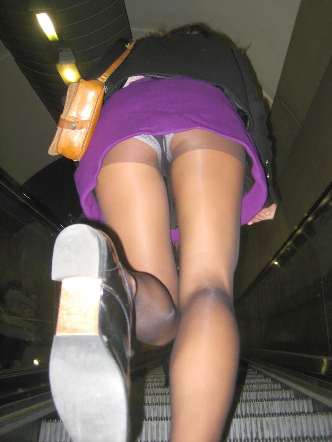 Фото под юбкаи в метро 6 фотография