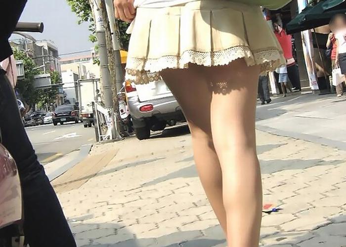 【美脚エロ画像】スリスリさせてと心の中で叫ばせそうな街角の麗しい女脚(*´д`*)