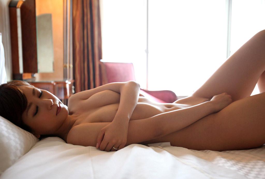 【オナニーエロ画像】イクまで暖かく見守ろうwオナニー中の美女(*´д`*)
