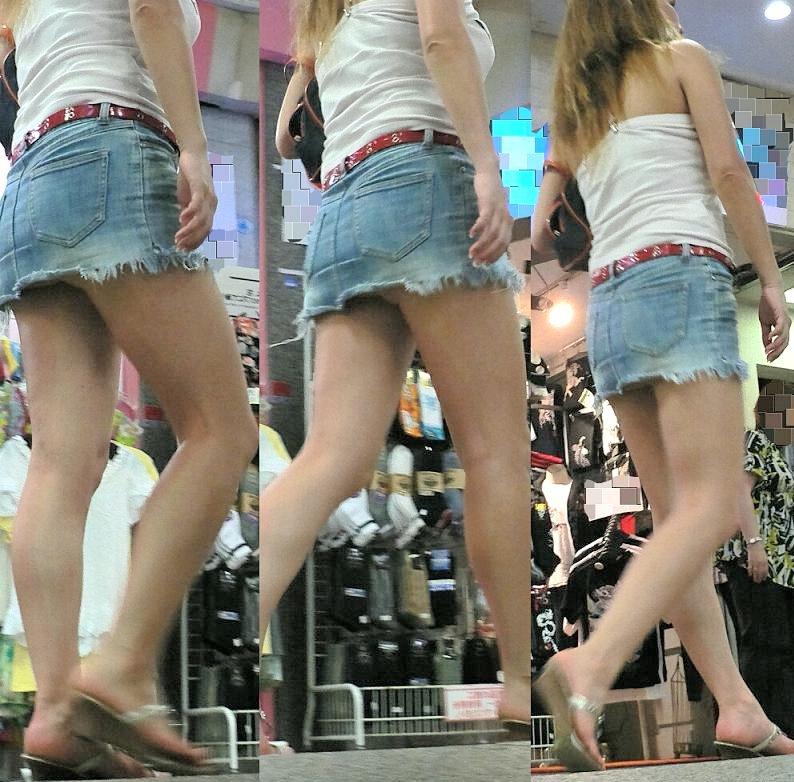 【パンチラエロ画像】履くには見られる覚悟が必要w1日に何度もパンチラするミニスカ女子(*´д`*)