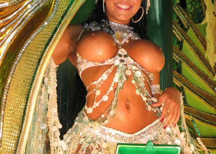 【海外エロ画像】裸ですやんw明らかに性的アピール過剰な本場のサンバカーニバル(゜ロ゜ノ)ノ