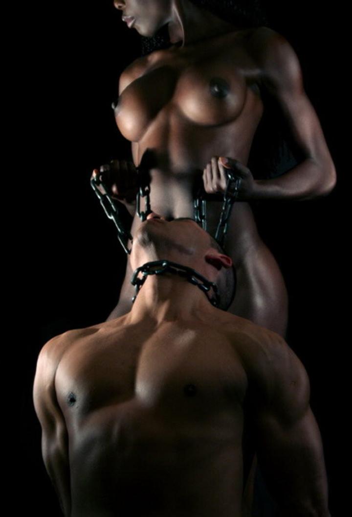 【海外エロ画像】このドSオーラ…縋り付いて責めを懇願したくなる異国の女王様(*´Д`)