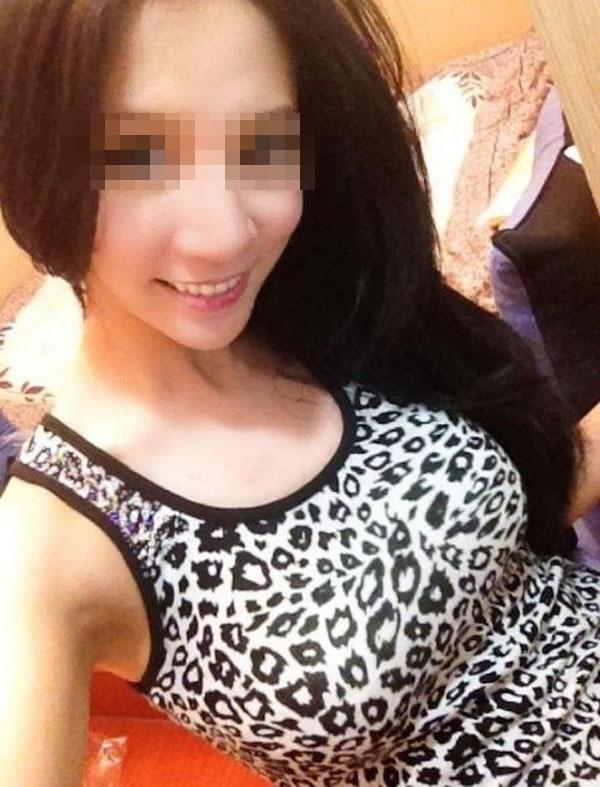 【着衣巨乳エロ画像】卑猥過ぎタンクトップ巨乳w先っぽ見えなくても抜けるハミ出し(*゚∀゚)=3