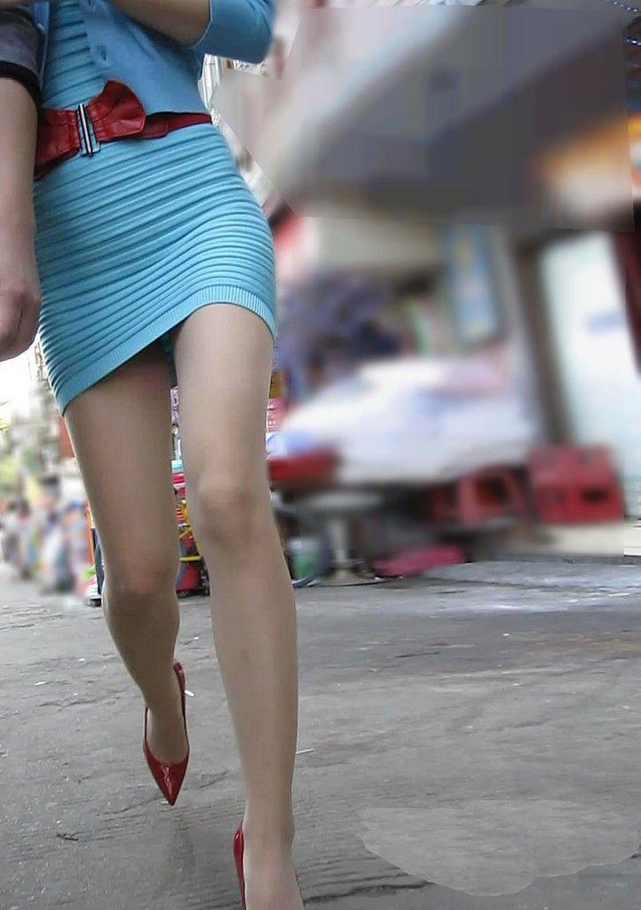 【ミニスカエロ画像】粘ったら見えるかな…期待の視線を常に浴びるチラリズム漂うミニスカ