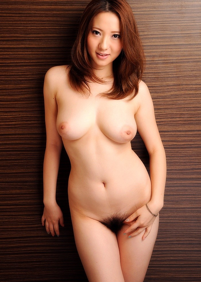 【裸体エロ画像】美しさと潔さ、そして卑猥さw美女はやっぱり全裸が一番(*´д`*)